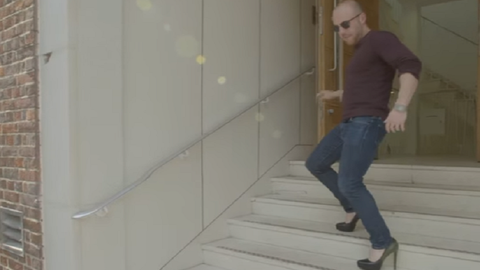 Egy napig se bírták a férfiak magassarkúban – videó