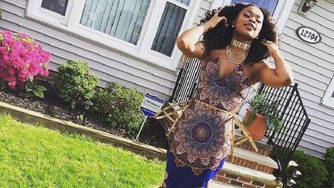 Nem engedte a tanára, hogy afrikai mintát viseljen – lélegzetelállító ruhával vágott vissza a lány