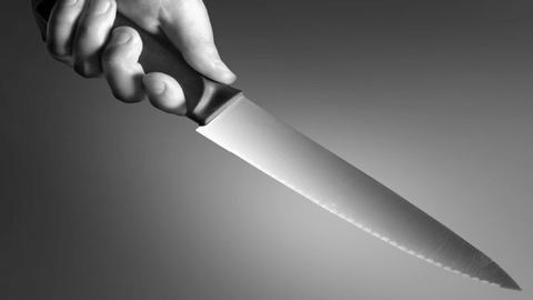 Szíven szúrtak egy nőt Szolnokon