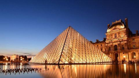Árvíz Franciaországban - Így nyaldossa a Louvre-t a víz – videó