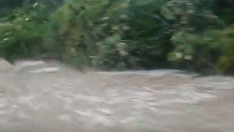Sárlavina zúdult a 81-esre – videó