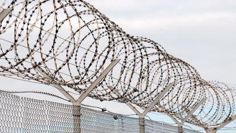 12 évre is lecsukhatják az élettársát bántalmazó miskolci rendőrt