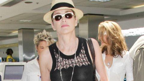 Sharon Stone bimbóját is látod ebben a pólóban