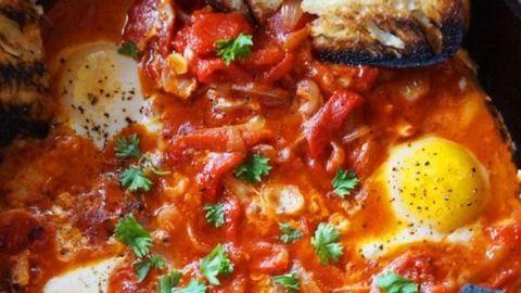 Baconös-tojásos lecsó recept – reggelire is kiváló
