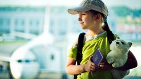 Örökbefogadás: külföldre kerülnek a magyar gyerekek