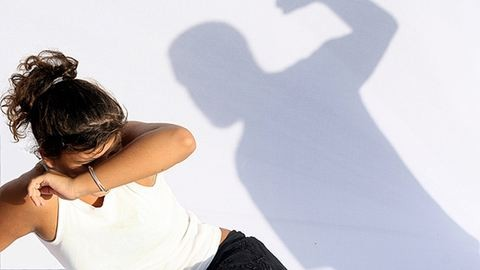 Vádat emeltek a tanárnőt bántalmazó férfi ellen