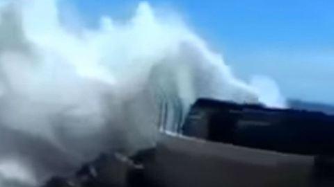 Nézd meg a Balin pusztító gigahullámokat! – videó