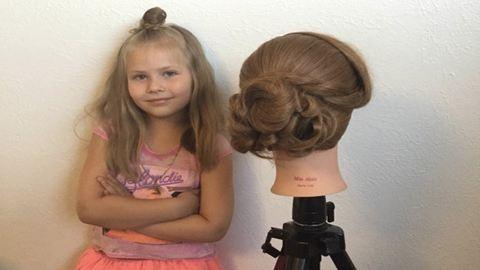 Zseniális fodrász az ötéves kislány