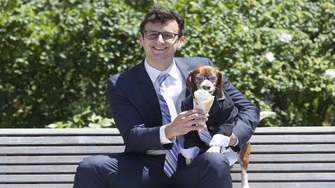 Kutyáikkal pózolnak a férfiak az apák napi sorozaton