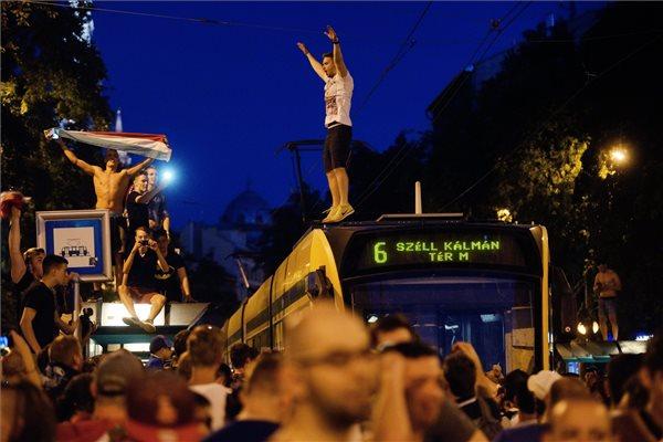 Nem hiszed el, mit tett ez a magyar szurkoló örömében - fotók  <br>
