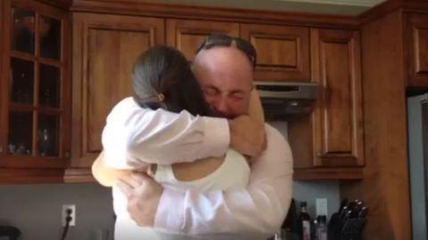 Elsírta magát a rákbeteg nő bátyja, miután megtudta, hogy nagybácsi lesz