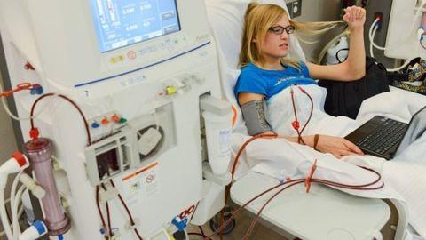 Dialízis során fertőződhetett meg több száz beteg