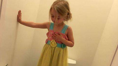 Összetört az anyuka, mikor megtudta, miért állt hároméves lánya a vécédeszkára