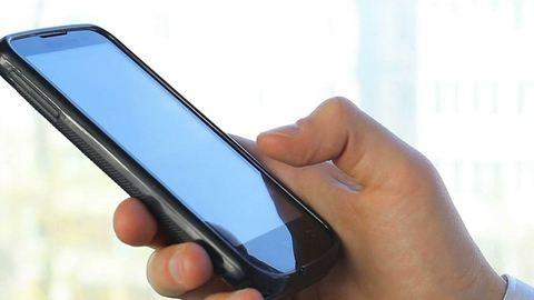 Egy év után SMS-ben vált el a feleségétől