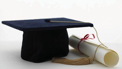 Egyre több diploma ragad benn