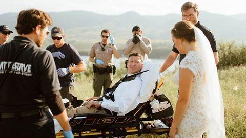 Csörgőkígyó marta meg a vőlegényt az esküvői fotózáson