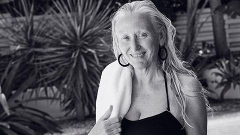 60 éves fürdőruhamodell a szezon sztárja – fotó