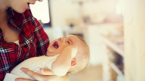 Nyílt levél az anyukának a bömbölős babával
