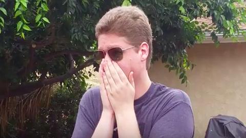 Megható videó: először lát színeket a testvérpár