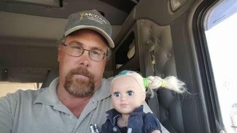 Netes hős lett a kamionsofőr, aki egy napig vigyázott lánya babájára