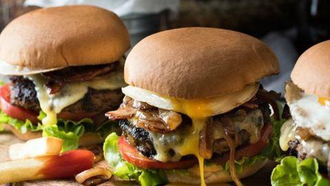 Készíts ínycsiklandozó hamburgert Jamie Oliver segítségével