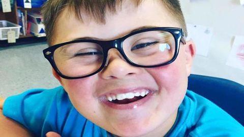 Egyedül a Down-szindrómás kisfiút nem hívták meg a buliba – anyukája kiakadt