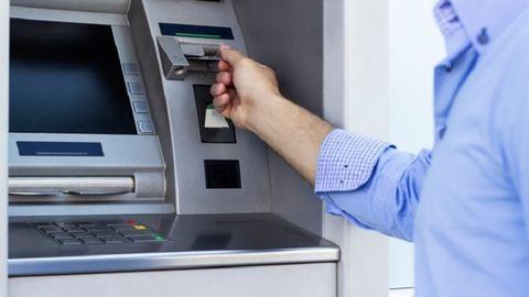 Vigyázz, ezt csinálják a bankautomatás csalók – videó