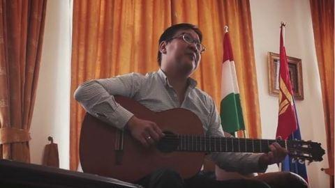 Magyar népdalt énekelt a budapesti mongol nagykövet – videó