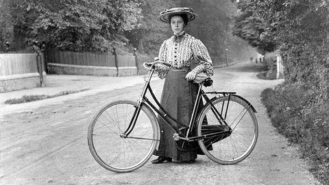 Annie Londonderry, az első nő, aki egy revolverrel biciklizte körbe a földet