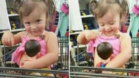 """Nekimentek az anyukának, aki engedte, hogy kislánya """"szoptassa"""" a játék babáját"""