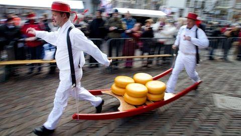 Ismerd meg az alkmaari sajtpiacot, ahol mintha színházba csöppentél volna!