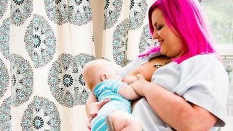 Megható képekkel búcsúzik a szoptatástól a mellrákos anyuka