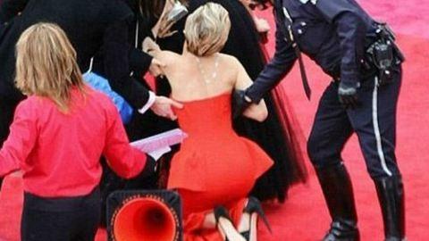 Beyoncé, Madonna, Bieber és a többiek – sztárok hatalmas esései