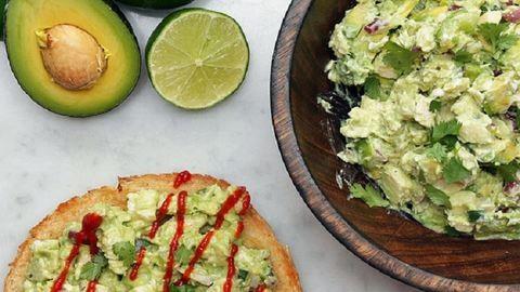 Nincs időd ebédet főzni? Ezt az avokádós salátát jó előre elkészítheted