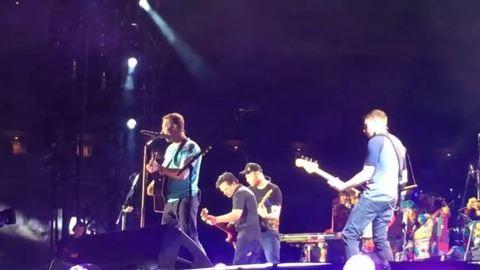 Michael J. Fox és a Coldplay együtt adták elő a Vissza a jövőbe dalait