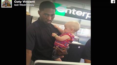 Netes hős lett az autókölcsönző alkalmazottja, miután segített egy ikres anyukának