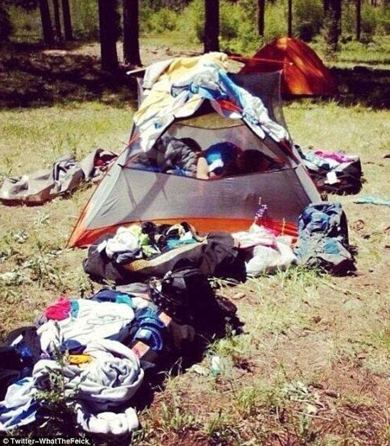 Három nő ne akarjon elférni egy egyszemélyes sátorban
