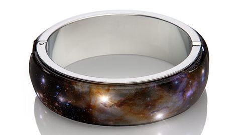 A csúcsmodern karkötővel csuklódon lehet egy egész galaxis