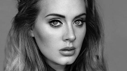 Így néz ki Adele smink nélkül