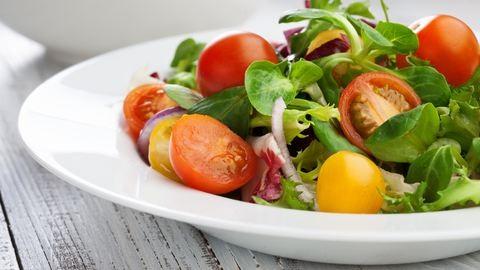 Kiderült, lehet-e bajunk a salátáktól