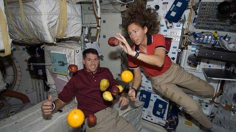 Tubusos almaszósz és konzerv karácsonyi pulyka: ezt eszik az űrhajósok
