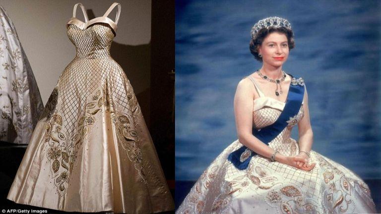 Ezt a ruhát az ötvenes években viselte hivatalos fotózásokon, több alkalommal is