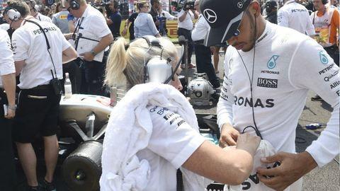 Forma-1: Hamilton nyert, rekordot döntött, és vezet az összetettben