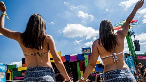 Horribilis kártérítést követelnek a Balaton Soundon elájult lányok