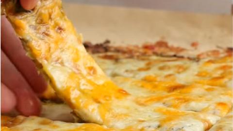 Ettől a nasitól nem fogsz elhízni: sajtos cukkinirudacskák