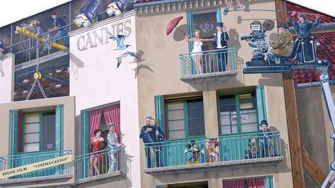 Cannes, ahol Clark Gable és Alain Delon arca díszíti a lépcsőházak tűzfalát