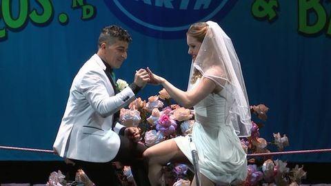 Kötéltánc közben házasodtak össze – videó