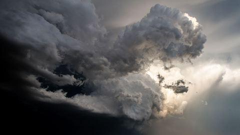 Viharos széllökésekre és jégverésre figyelmeztet a meteorológia
