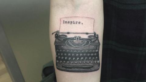 Menő szöveges tetkók, amik olyanok, mintha írógéppel ütötték volna rád