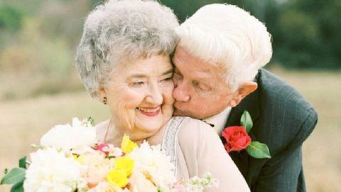 Hiperromantikus fotósorozattal ünnepelte 63. házassági évfordulóját az idős házaspár